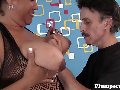 Thick mature sucking on massive wang